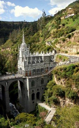 Photo pour Magnifique cathédrale Las Lajas à Ipiales, au sud de la Colombie . - image libre de droit