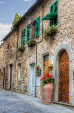 Photo pour Petite ville italienne avec montage HDR - image libre de droit