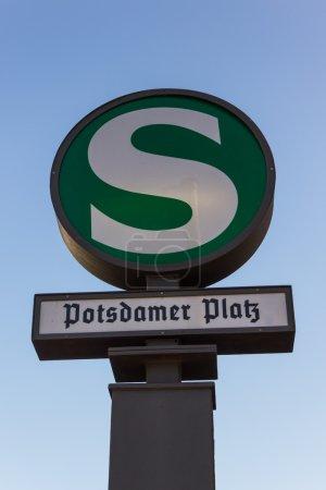 Señal de transporte público de la estación de S-Bahn Potsdamer Platz