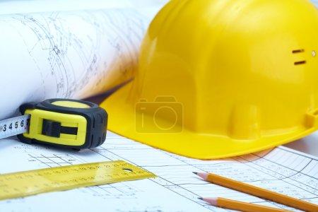 Photo pour Photo des instruments du constructeur sur les plan de maison - image libre de droit