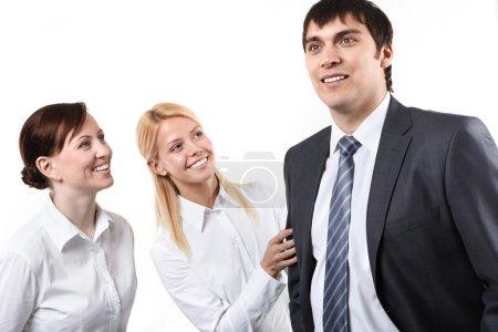 Photo pour Deux femmes d'affaires regardant leur manager - image libre de droit