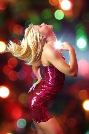 Photo pour Portrait d'une belle fille en forme de danse - image libre de droit