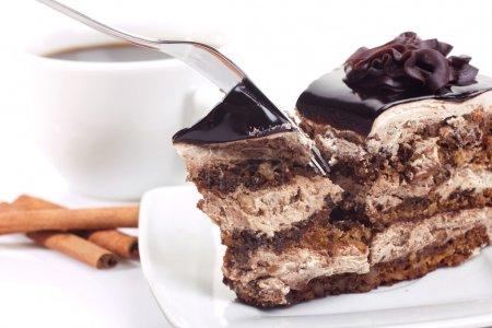 Photo pour Dessert-gâteau de chocolat et de café sur fond blanc - image libre de droit
