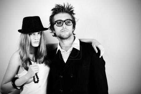 Foto de Foto de una pareja de moda posando en studio - Imagen libre de derechos