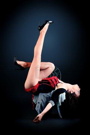 Photo pour Danse de ballet moderne posant en studio . - image libre de droit