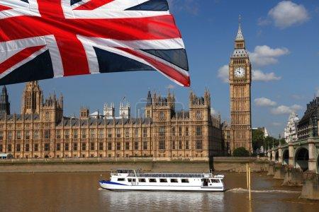 Photo pour Célèbre ben gros avec la rivière et les bateaux à Londres, Angleterre - image libre de droit