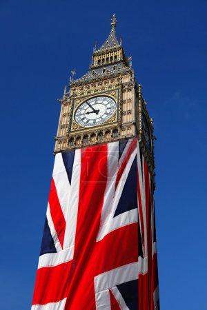 Photo pour Célèbre ben gros avec le drapeau de l'Angleterre à Londres - image libre de droit