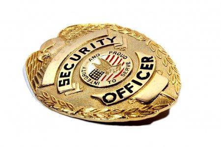 Photo pour Badge de sécurité en bronze isolé utilisé par les gardes pour la sécurité . - image libre de droit