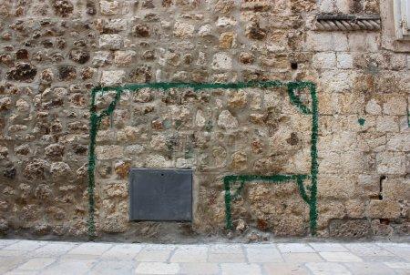 Wall-painted goalposts