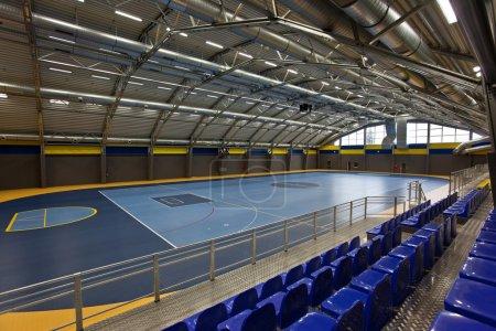 Photo pour Salle d'arc multisport vide - image libre de droit