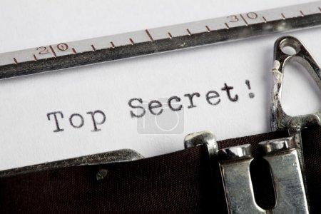 Photo pour Très secret, écrit sur un vieux typewiter - image libre de droit