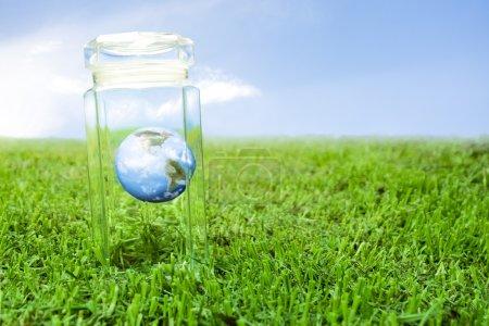 Photo pour Concept de protection de la planète Terre, réchauffement climatique - image libre de droit