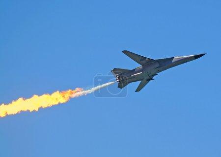 Photo pour Français fait dassault mirage f 111 chasseur bombardier en vol avec après brûleur. - image libre de droit