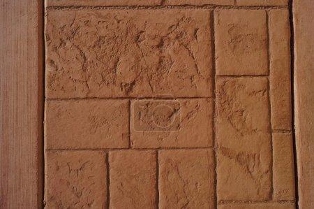 Photo pour Texture allée piétonnière en ciment sec empreint de vieux schémas de Pierre monde, avant les dernières étapes de lavage acide - image libre de droit