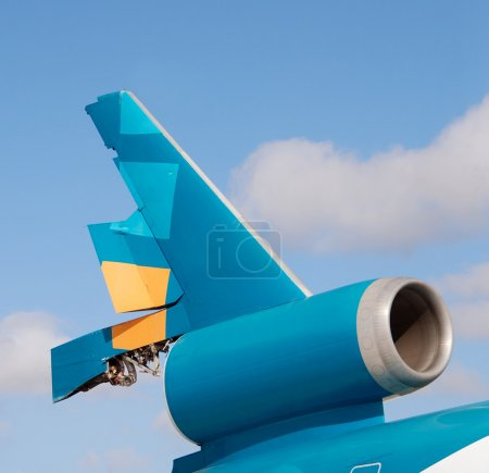 Broken jet tail