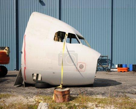 Photo pour Cône de nez d'avion coupé du fuselage - image libre de droit