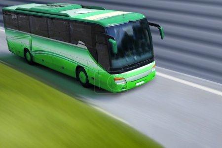 Photo pour Vitesse du bus sur autoroute - image libre de droit