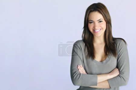 Photo pour Young woman portrait in studio - image libre de droit