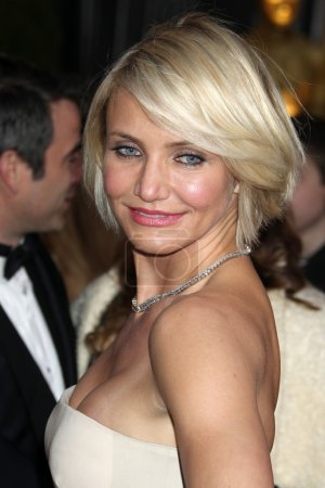 Photo pour Los angeles - 26 fév: cameron diaz arrive à la 84e cérémonie des Oscars à la hollywood & highland center le 26 février 2012 à los angeles, ca - image libre de droit