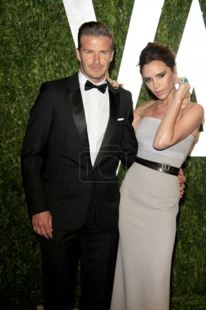 Photo pour LOS ANGELES - 26 février : David Beckham et Victoria Beckham arrivent à la Vanity Fair Oscar Party 2012 à la Sunset Tower le 26 février 2012 à West Hollywood, Californie - image libre de droit