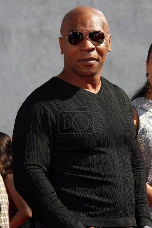 Photo pour Mike tyson arrive aux mtv movie awards 2010 gibson amphithéâtre los angeles, ca le 6 juin 2010 - image libre de droit