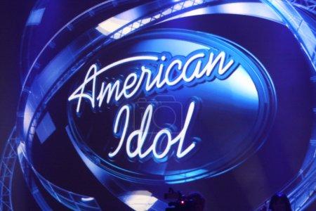 Photo pour Los angeles - sep 22 : logo de l'idole américaine lors de l'annonce d'american idol saison 10 juges au forum le 22 septembre 2010 dans ingelwood, ca - image libre de droit
