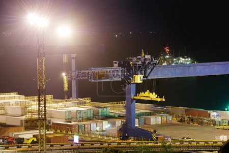 Foto de Puerto industrial por la noche - Imagen libre de derechos