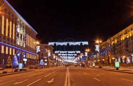 Photo pour Khreshchatyk, la rue principale de Kiev dans la nuit - image libre de droit