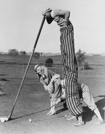 Photo pour Jeu de golf avec homme sur pilotis - image libre de droit